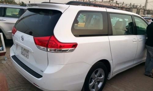 سيارة تويوتا 7 راكب للبيع في العراق
